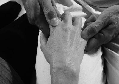 Travail articulaire des mains - séance de Shiatsu à Metz