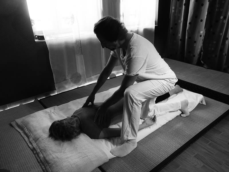 Massage Shiatsu sur futon à Metz